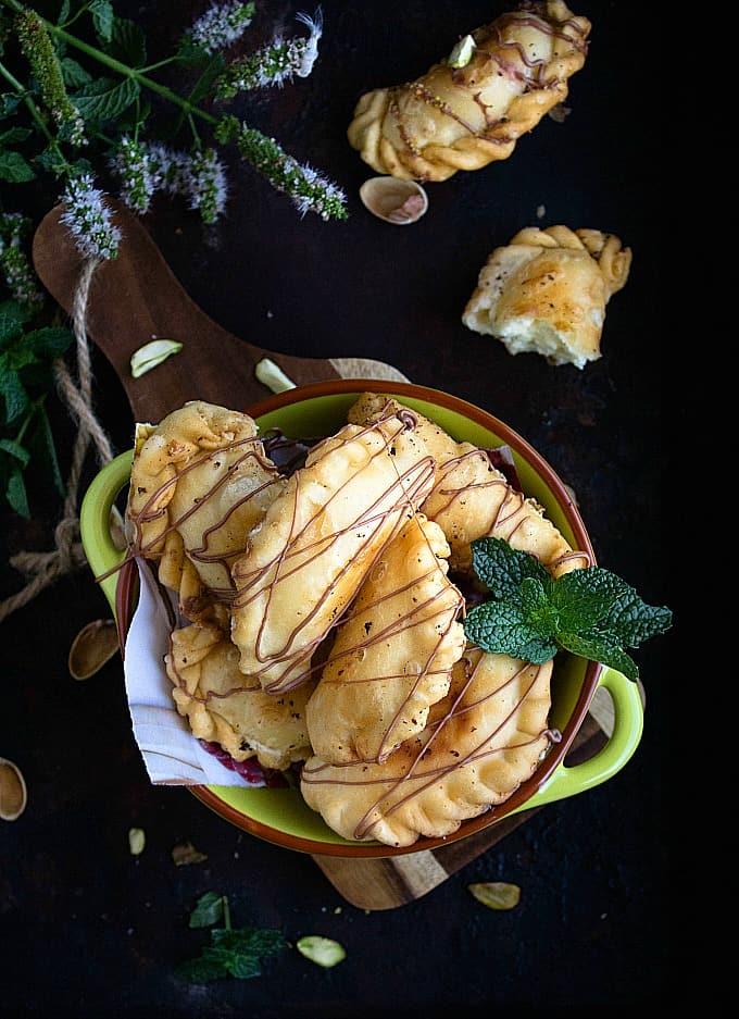 Cheesecake Gujiya | Cheesecake Filled Pastries | Video