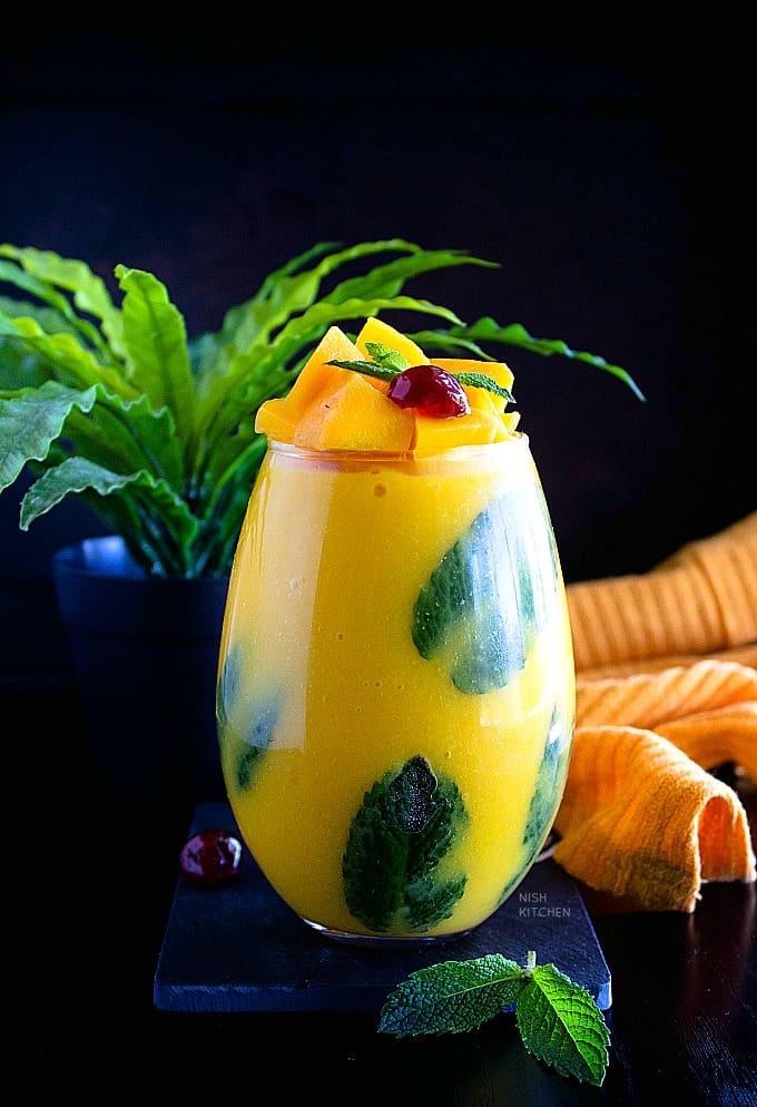 mango pudding with coconut milk