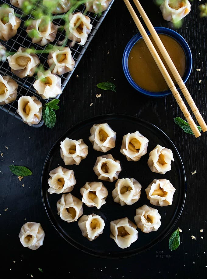 sweet momos with apples and toffee sauce